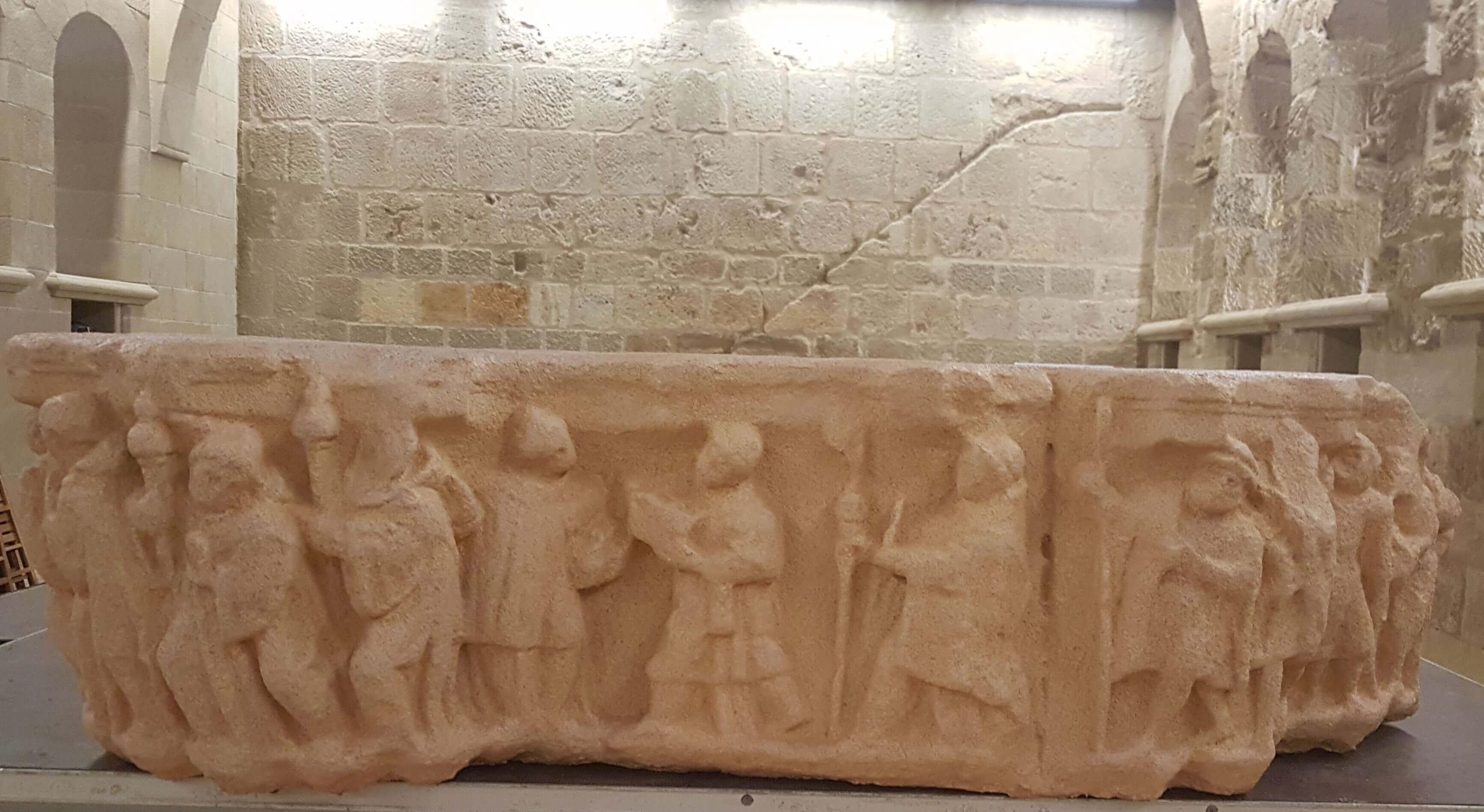 Presentado el capitel 3D de Carlos V en FiteroCisterciense.  Ya puedes tocar la piedra, abrazar la tecnología y sentir el patrimonio en el Refectorio del Monasterio de Fitero.
